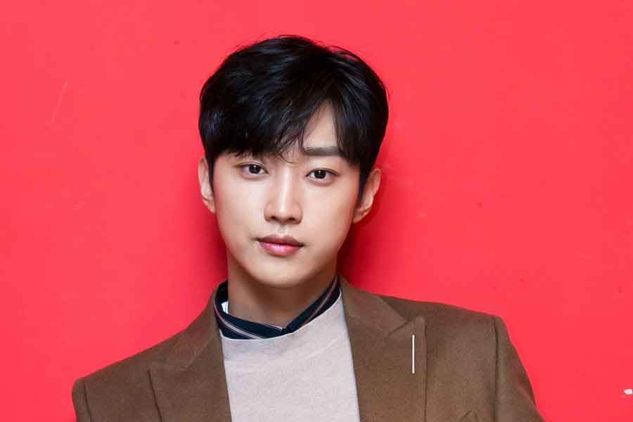 Jinyoung B1A4 wajib militer - posciety