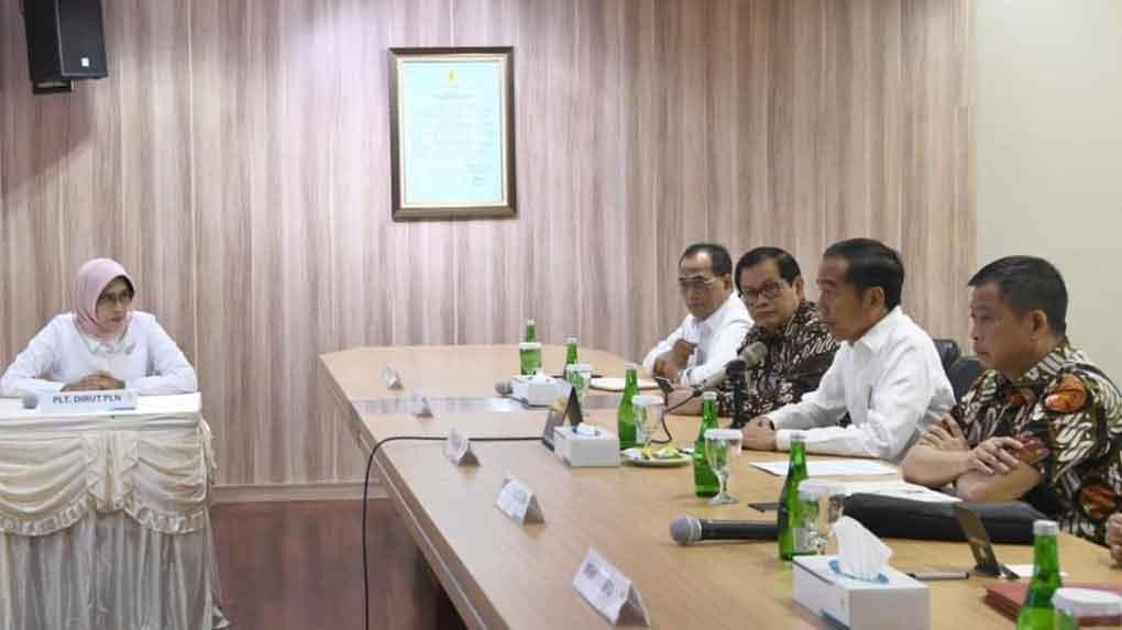 jokowi datangi kantor pln karena pemadaman listrik secara massal - posciety