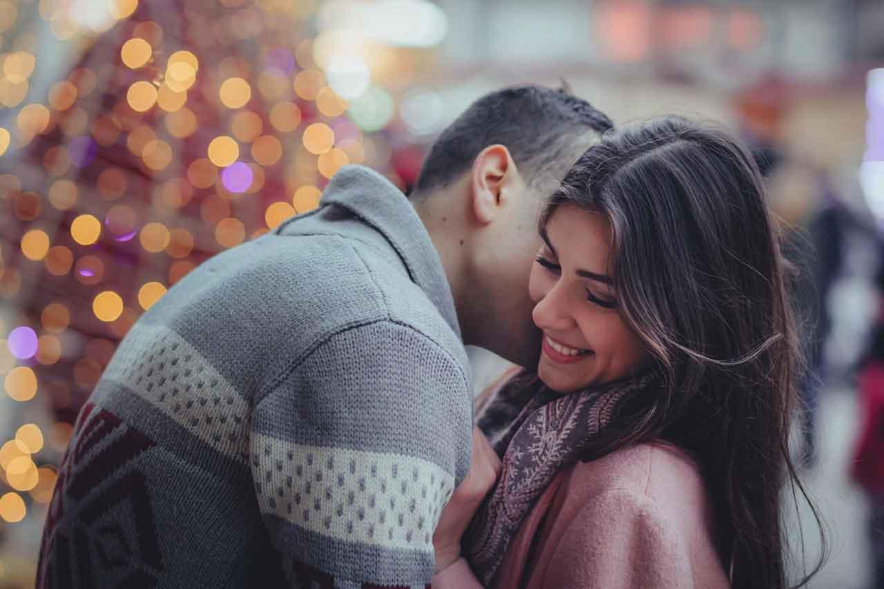 sentuhan telinga membuat pasangan keenakan nyaman - posciety